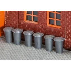 180905  Dziesięć pojemników na śmieci, H0