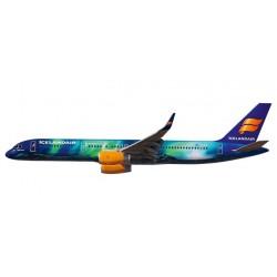 """Herpa 610735, Icelandair Boeing 757-200 """"Hekla Aurora"""", skala 1:200."""