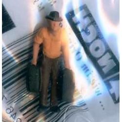 """NOCH 118-013, osoba stojąca, """"Dwie walizki"""", skala N"""