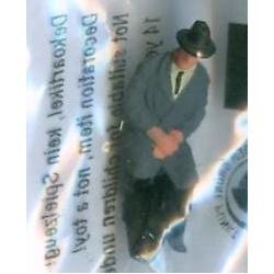 "NOCH 120-014, osoba siedząca, ""Pan z walizką"", figurka, skala TT"