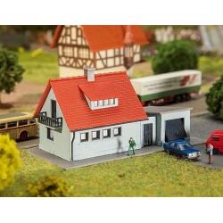 Faller 232519, Dom z garażem, skala N (1:160)