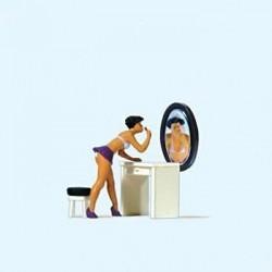 Preiser 28206, Pani podczas makijażu (zestaw), skala H0
