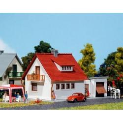 Faller 232531, Dom jednorodzinny z garażem, skala N (1:160)