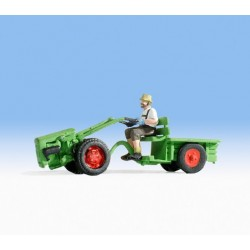 NOCH 16750, Mały traktorek plus traktorzysta, skala H0.