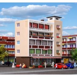 Vollmer 47728, Blok mieszkalny ze sklepami, skala N.