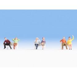 NOCH 18132. Osoby siedzące (bez ławek), zestaw figurek, skala H0.