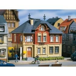 Auhagen 12240, Poczta. Budynek poczty z polskim szyldem.