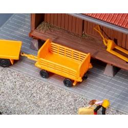 Faller 180991. Dwa wózki bagażowe, żółte, skala H0.