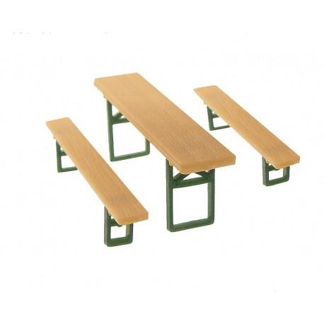 Faller 272442. 48 ławek i 24 stoły. Ogródek piwny, karczma, jarmark, festyn... Skala N (1:160).