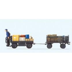 Preiser 10256, Wózek akumulatorowy z przyczepą, z bagażami i kierowcą, skala H0.
