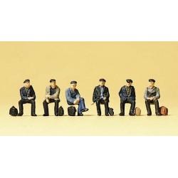 Preiser 88533, Robotnicy, dokerzy, siedzący, odpoczywający, skala Z (1:220)